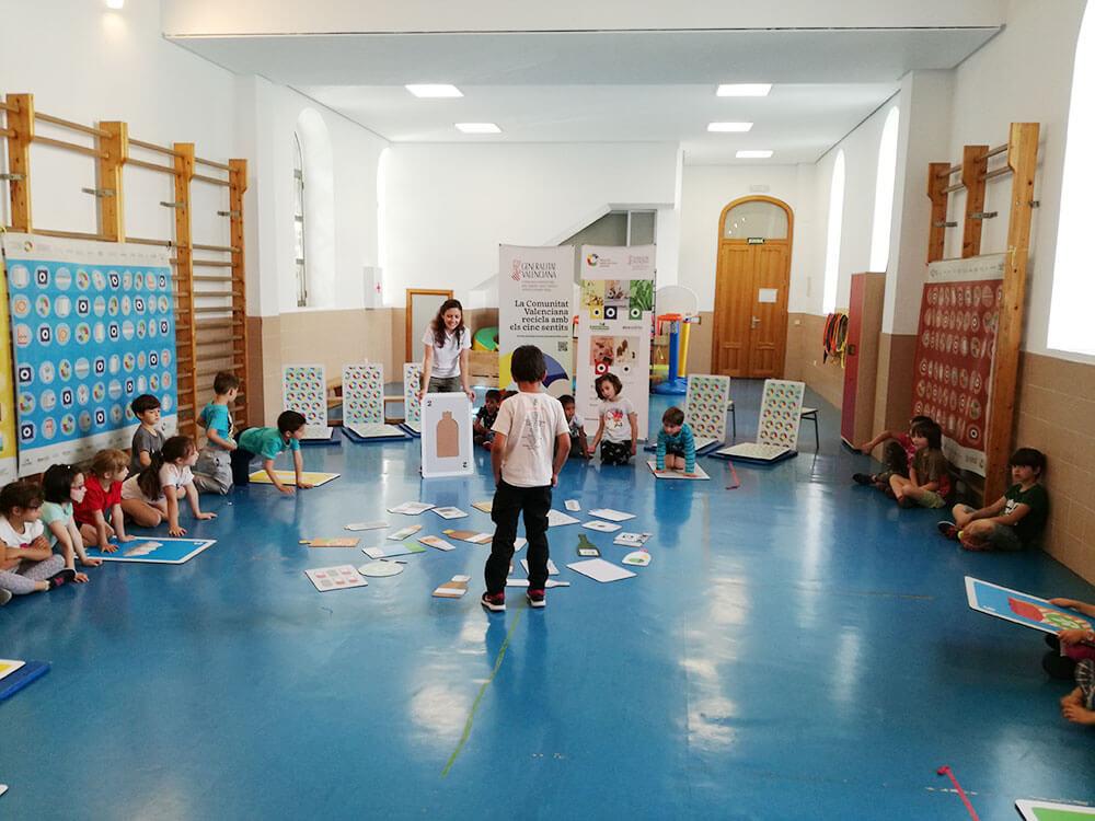 Este taller está diseñado como una actividad transversal para todos los colectivos con los que se trabaja en Recicla con los Cinco Sentidos (R5S).