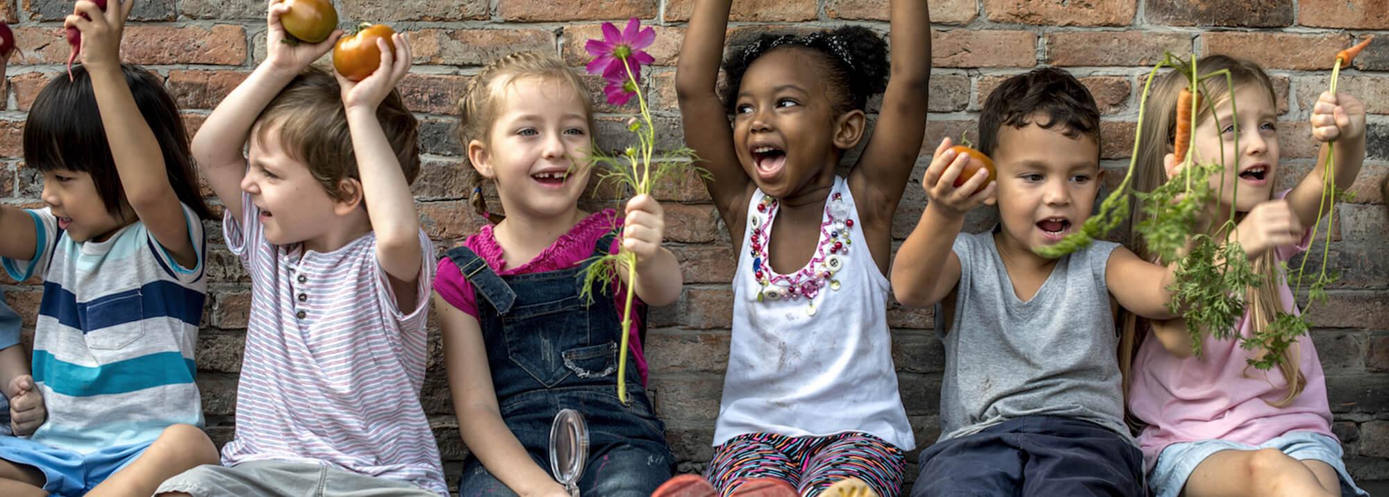 Educad a los niños en la tolerancia, en la solidaridad y transmitirle lo más importante que tenemos: la herencia cultural.