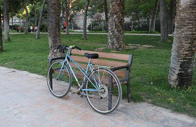 El vell llit del riu Túria amb bici